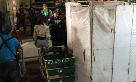 Comerciantes matan a golpes a un presunto asaltante en la Central de Abasto.