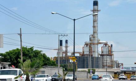 Reportan fuerte olor por nube amarilla que sale de instalaciones de Pemex en #Salamanca, Guanajuato