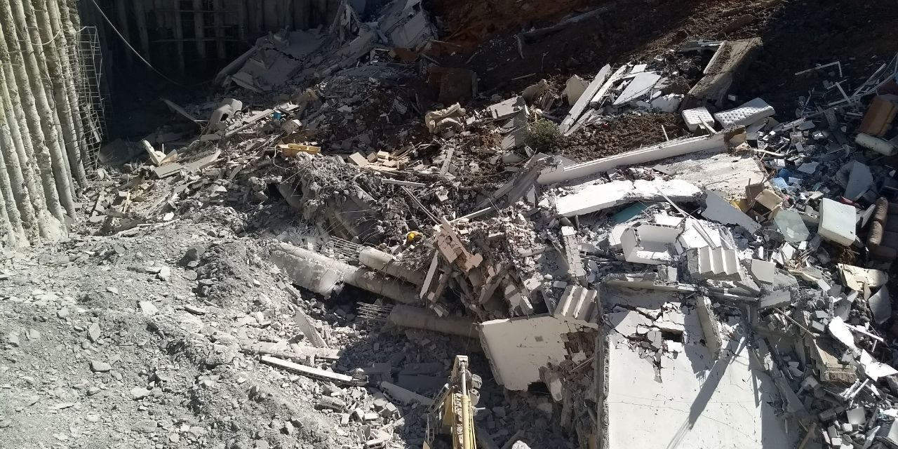 Encuentran cuerpo sin vida de mujer desaparecida tras derrumbe en zona residencial de Monterrey.