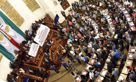 Zafarrancho en la tribuna de la asamblea legislativa de CDMX