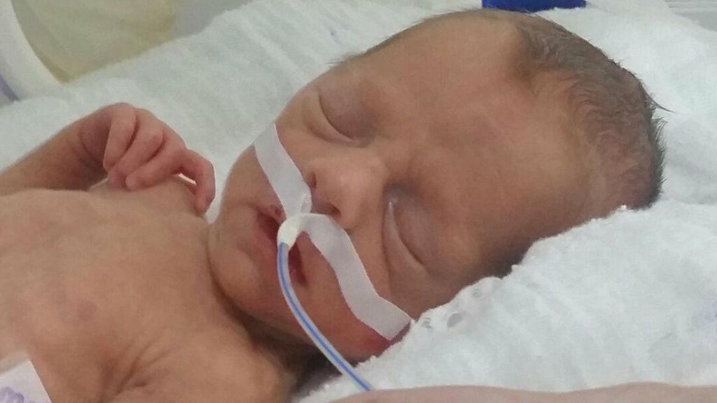 Hospital en Turquía no entrega a bebé hasta que seguro de padres solvente adeudo