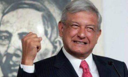"""ANDRES MANUEL DONA REGALIAS DE SU LIBRO """"LA SALIDA"""" A DAMNIFICADOS DE SISMOS."""