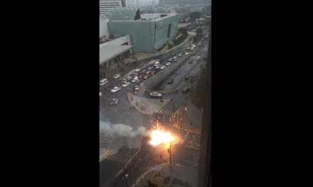 Cable de alta tensión causa cierre vial en San Pedro Garza García.
