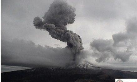 Alerta Volcánica en Fase 2 por explosión del Popocotapetl.