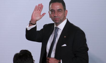 Javier Lozano renuncia al Partido Acción Nacional.