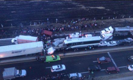 Accidente carretero deja un muerto y 15 lesionados en EDOMEX.