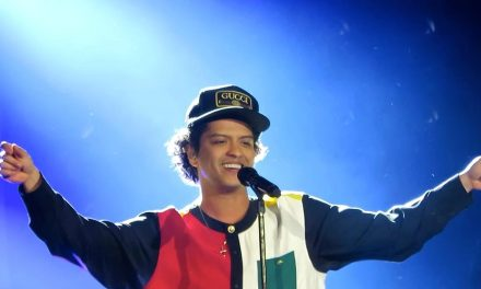 Bruno Mars presenta su 24K Magic World Tour ante 35 mil fans en Monterrey.