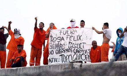 Por medio de protestas, reos del penal del topo chico cesan a funcionarios.