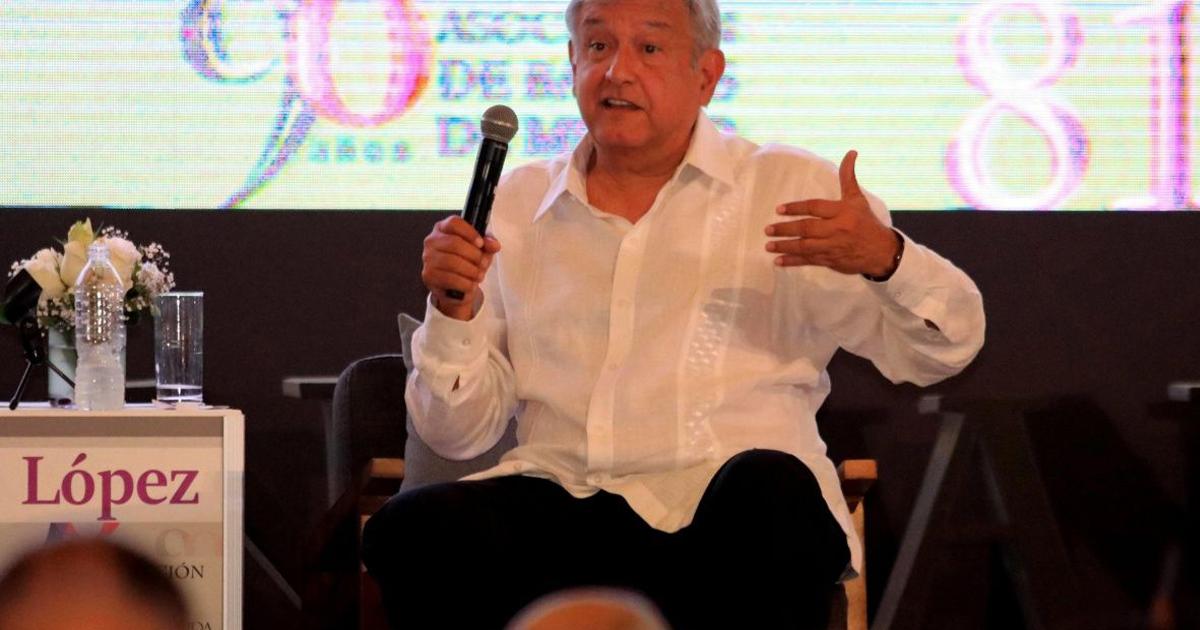 López Obrador se registra como candidato.
