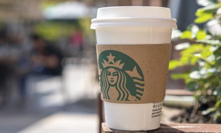 Starbucks: Ofrece millones de dólares por ideas ecológicas para sus vasos.