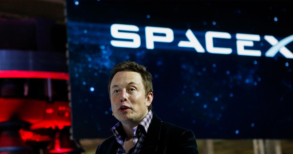Elon Musk cierra páginas en Facebook