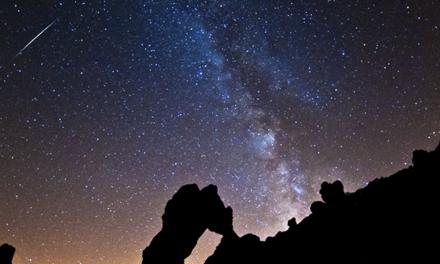 Lluvia de meteoros en la noche