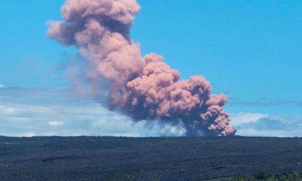 Volcán entra en erupción y provoca evacuaciones en Hawaii