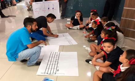 Clausuran escuela y toman clases en Palacio Municipal