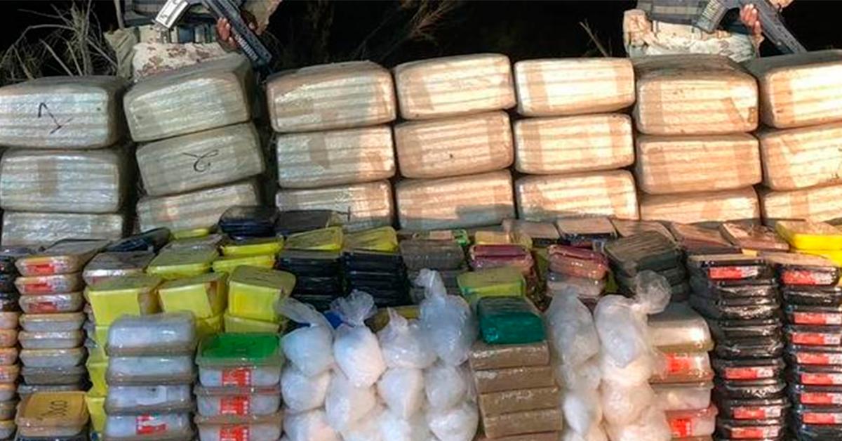 Militares decomisan 750 kilos de droga oculta entre la maleza