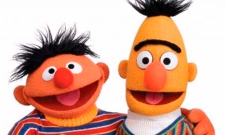 """Guionista confirma sospechas de muchos: Beto y Enrique de """"Plaza Sésamo"""" eran una pareja homosexual"""