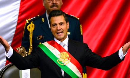Morena propone cambiar orden de colores en banda presidencial