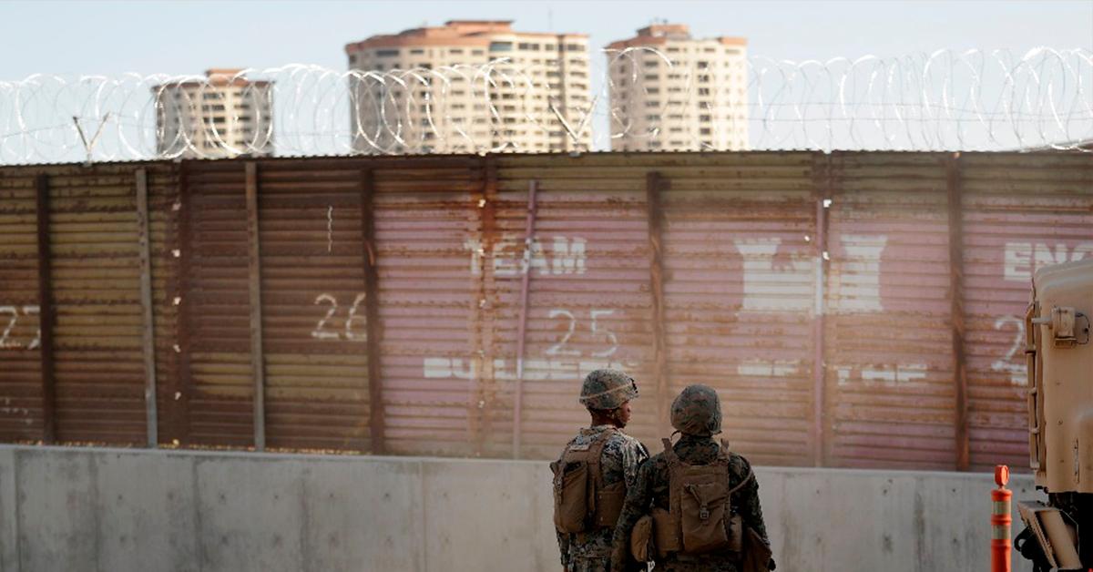 EU coloca barricadas y cierra carriles en Tijuana por llegada de caravana migrante