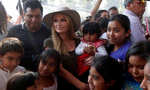 Paris Hilton visita a damnificados del 19-S en Xochimilco