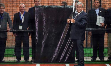 Inaugura AMLO Salón de la Fama del Beisbol; anuncia academias deportivas