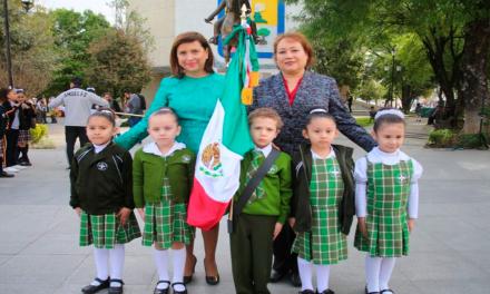 Abandera Cristina planteles educativos de nivel básico