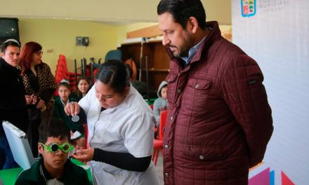 Apoya DIF Guadalupe con lentes graduados a adultos