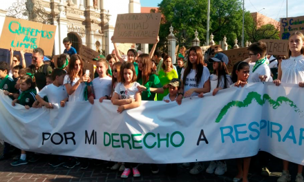 Realizan marcha niños y jóvenes de para concientizar sobre contaminación