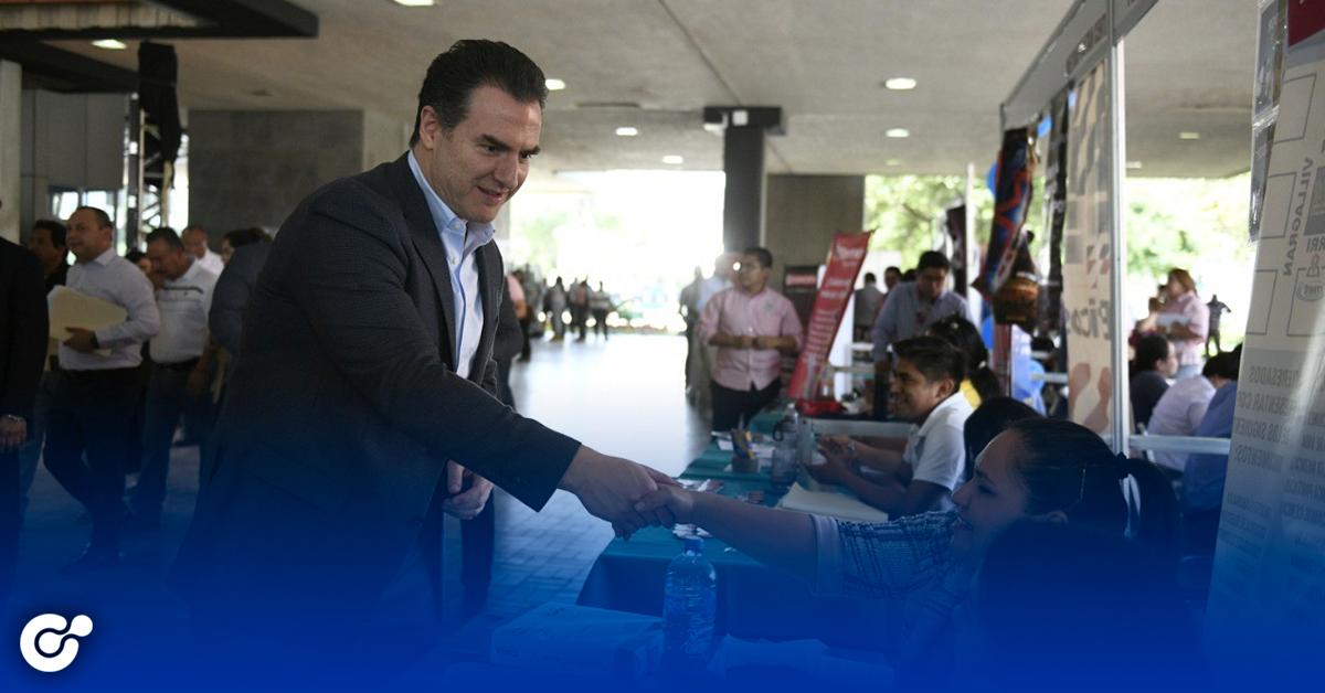 Supervisa Adrián de la Garza realización de la Séptima Feria del Empleo