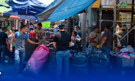 Monterrey desaloja a puesteros de Colegio Civil