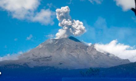 Popocatépetl explota y lanza ceniza en medio de contingencia ambiental