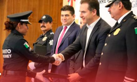 Aumentan sueldo a 60 policías de Monterrey