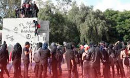 Encapuchados prendieron fuego a rectoría de la UNAM