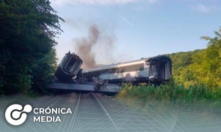 Tren se descarrila en Escocia dejando víctimas mortales y heridos de gravedad
