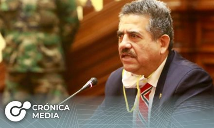 Titular del Congreso juramentado como nuevo presidente de Perú