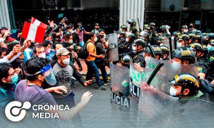 Fuertes protestas en Perú por destitución del Presidente