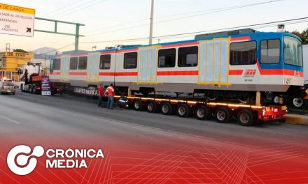 Vagones del Metro de Monterrey cerca de su destino final
