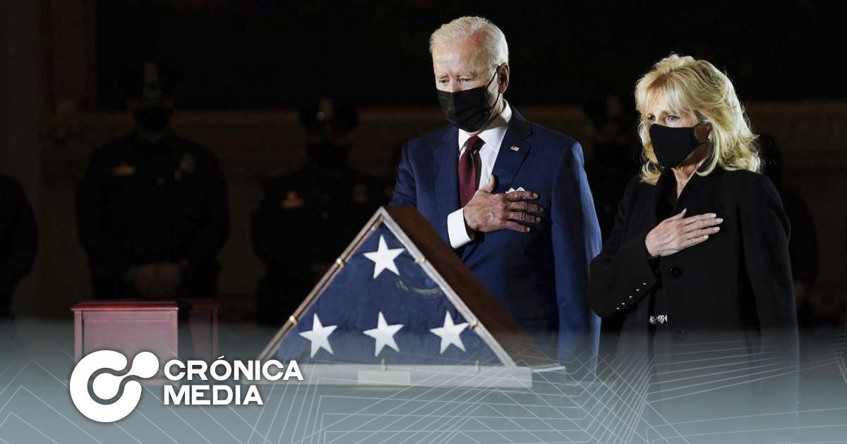 Biden rinde homenaje a policía fallecido por disturbios en Capitolio