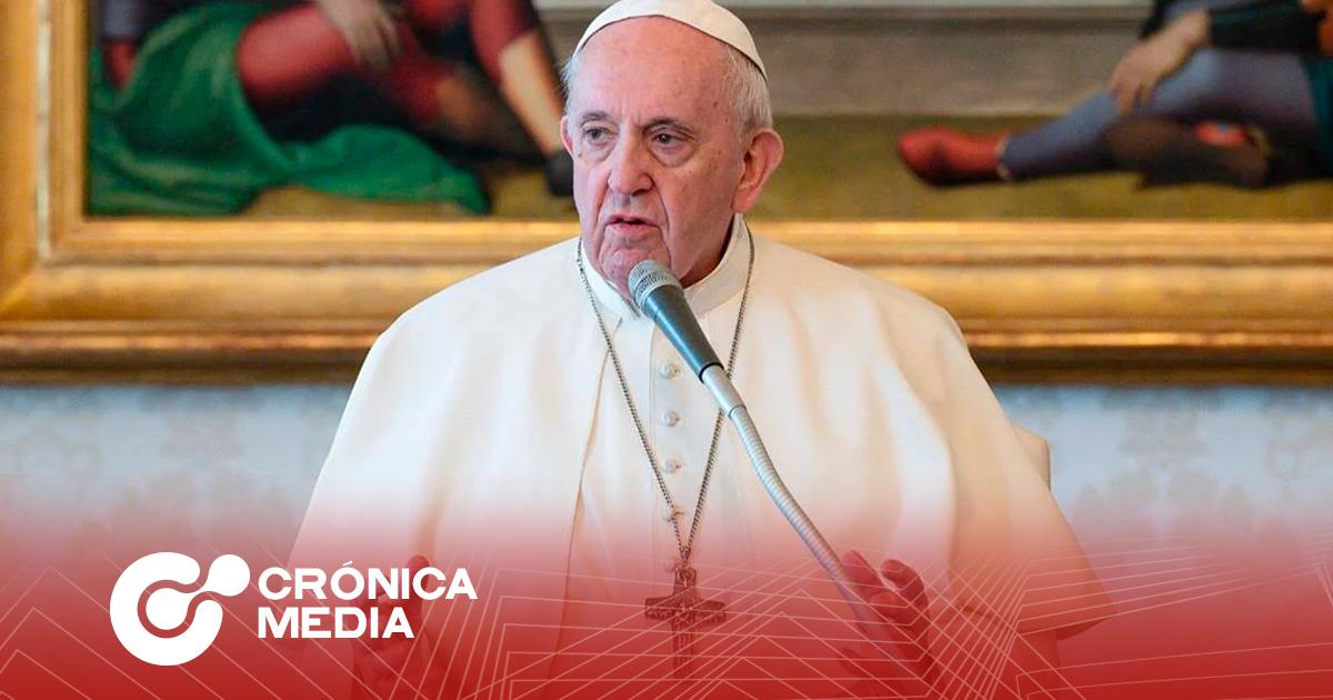 """Papa Francisco acepta renuncia de obispo mexicano tras afirmar que """"usar el famoso cubrebocas es no confiar en Dios"""""""