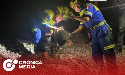 Rescatan a 3 excursionistas extraviados en la Huasteca