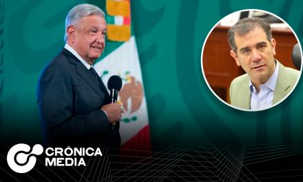 AMLO acusa al consejero presidente del INE por no ser demócrata